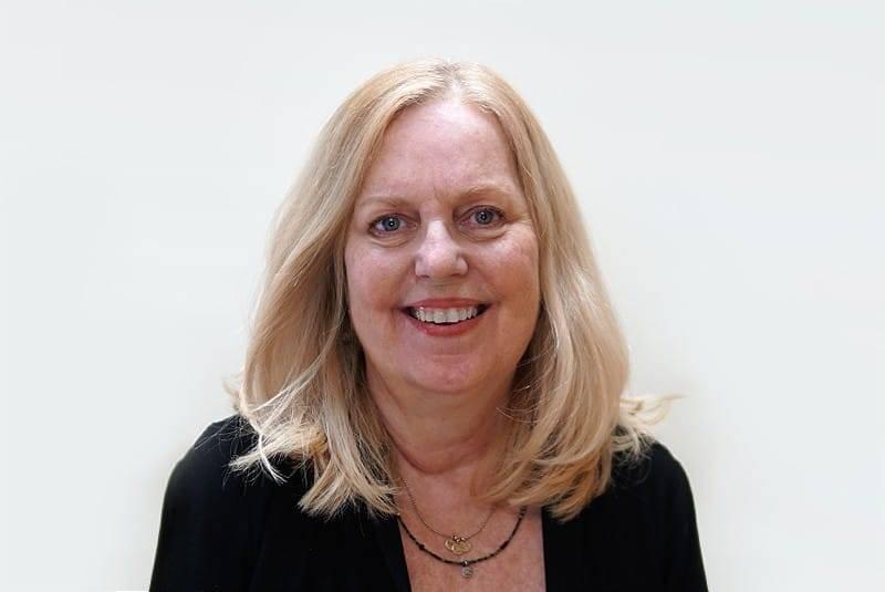Leslie Flinn Headshot
